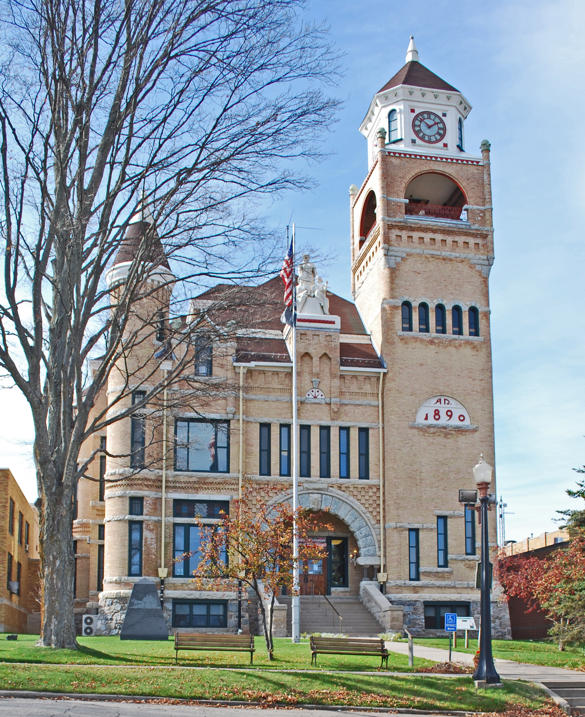 Courthouse_Crystal_Falls_MI